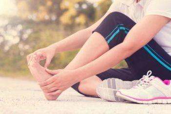 kak raspoznat gribok na nogtyah, kak opredelit gribok, gribok nogtey, gribok pod nogtyami, kak vylechit gribok, symptomy gribka nogtey, prichiny gribka nogtey