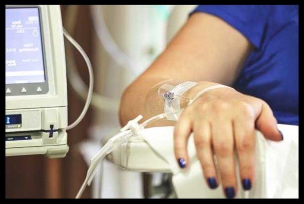 manicur vo vremya himioterapii, manicur dlya onkobolnyh, manicur vo vremya raka, kak uhazhivat za nogtyami vo vremya himioterapii, chimioterapiya i nogti, otpadayut li nogti vo vremya himioterapii